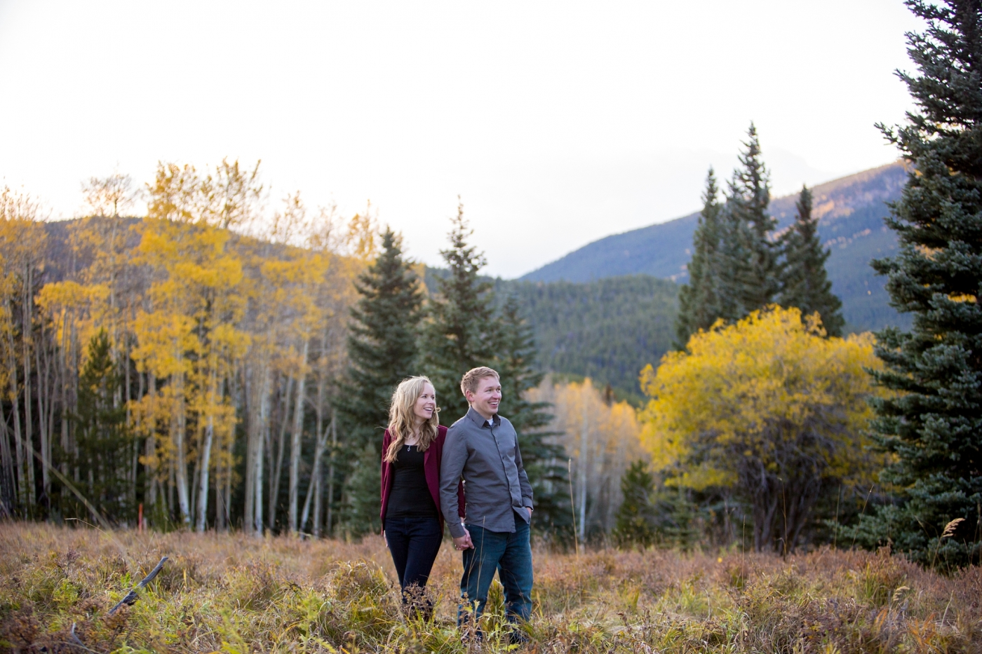what to wear for an engagement session in the fall yellow aspens maroon and grey
